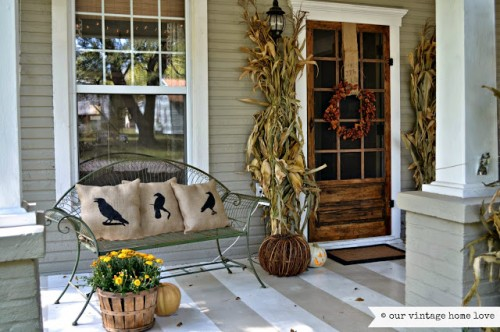 Get creative with your porch for fall. I can't wait to try some of these awesome and easy ideas. 10 Front Porch Decor Ideas for Fall via tipsaholic.com