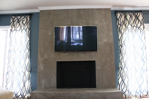 If you have a fireplace in your home, consider yourself lucky! They are highly desirable and can increase the value of a home. However, an outdated, unattractive fireplace will not do much for you, both aesthetically and financially. How about trying one of these 13 fireplace makeover ideas to improve the look of your home? via @tipsaholic #fireplace #diy #home #fire #mantle