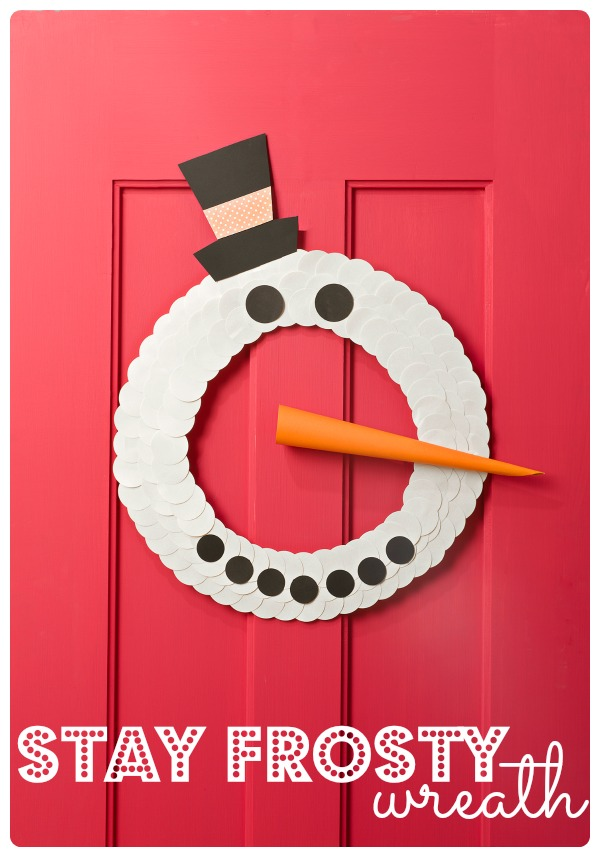 Christmas is just around the corner and this is the perfect time to get out the craft supplies and have some fun with the kids. have them help you create this adorable Stay Frosty Wreath. It is easy, simple and can even be used after Christmas and all year long. - tipsaholic.com #frosty #wreath #crafts #kids #christmas #snow