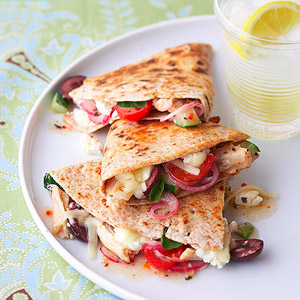Quesadillas are so easy to make and your whole family will love eating them for lunch or dinner. Here are delicious 25 quesadilla recipes to try! 25 Quesadilla Recipes for lunch or dinner via @tipsaholic.com #quesadilla #quesadillas #mexican #recipes #dinner #lunch