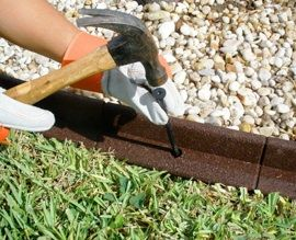Exceptionnel Increase The Beauty Of Your Lawn By Adding Garden Edging That Works Well  With The Style