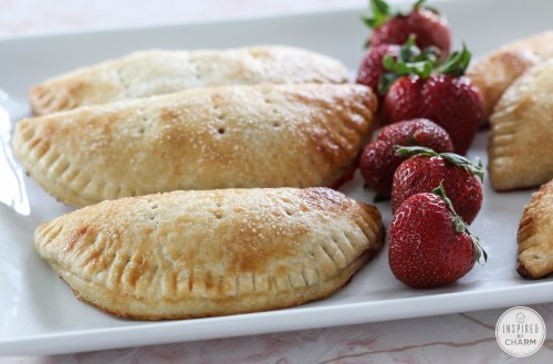 Strawberries are delicious when eaten whole, but there's so much more that you can do with strawberries! Read on to find fresh strawberry recipes! 25+ Fresh Strawberry Recipes via @tipsaholic #strawberry #strawberries #baking #cooking #recipes