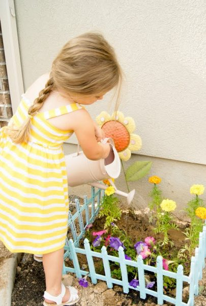 Involve your kids in your gardening this year, no matter how old they are. Here are 25 excellent ideas for gardening with kids, from toddlers to teenagers. 25 Ideas for Gardening With Kids via @tipsaholic #kids #summerfamilyactivities #gardening #garden #family