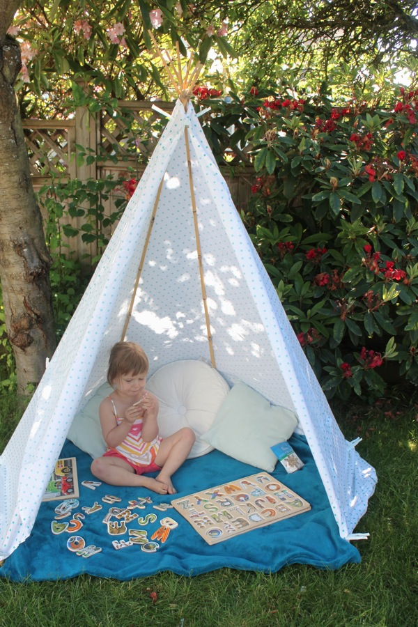 25 DIY Forts to Build With Your Kids This Summer - tipsaholic
