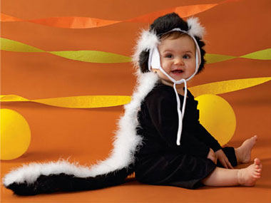 55 Amazing No-Sew Halloween Costumes For Kids - Tipsaholic, #halloween, #costumes, #DIY, #no-sew, #halloweencostumes